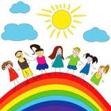 Fröhliche Kinder und Regenbogen, glückliche Lebensdauer Stockfotos