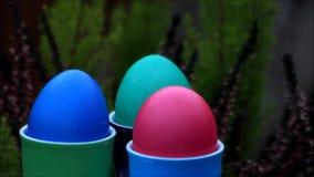 Fröhliche Ostern, bunte Ostereier stock footage