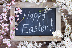 Fröhliche Ostern mit Blumen Stockfoto