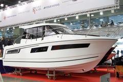 FRÖHLICHER FISCHER 855 Familienkreuzfahrtboot Jeanneau Stockfoto