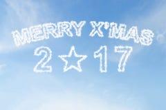 Fröhliches Weihnachten 2017 und Sternformwolke auf Himmel Stockbild