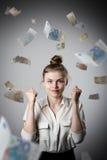 fröjd Flicka i vit och euro Arkivfoto