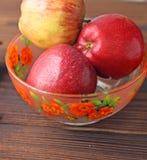 Früchte Äpfel, Birne und Banane lizenzfreie stockfotos