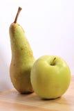 Früchte - Apple u. Birne Stockbild