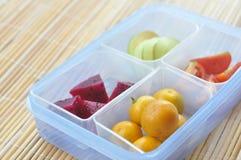 Früchte auf dem Kasten Stockbild
