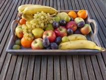 Früchte auf dem Tellersegment Stockfotografie