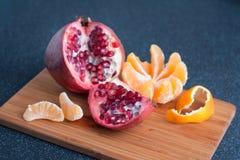 Früchte auf der Küchetabelle Stockfotos