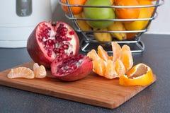 Früchte auf der Tabelle Stockfotos