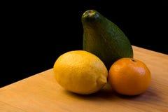 Früchte auf der Tabelle Stockfoto