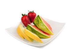Früchte auf einer Platte Stockbild