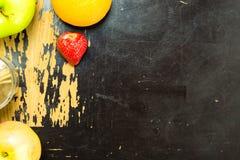Früchte auf Holz Stockbilder