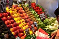Früchte auf Nahrungsmittelmarkt Stockfotografie