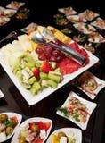 Früchte auf Platte Stockbild