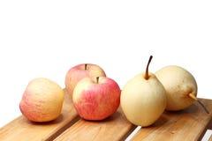 Früchte auf Tabelle Lizenzfreies Stockbild