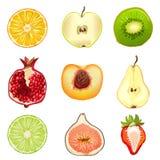 Früchte, Beeren, halb, lokalisiert auf weißem Hintergrund Stockfoto