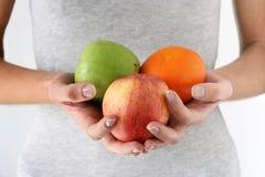 Früchte in den Händen Stockbild