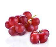 Früchte der roten Traube auf weißem Hintergrund Stockbilder