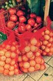Früchte in der Straße stockbilder