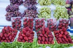 Früchte in einem Straßenmarkt Lizenzfreies Stockfoto