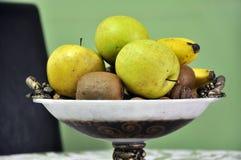 Früchte in einer Schüssel Stockfotos