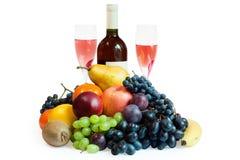 Früchte, Flasche Wein und Gläser Stockbild