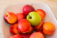 Früchte im bown lizenzfreie stockfotografie