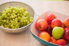 Früchte im bown lizenzfreies stockfoto