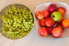 Früchte im bown stockbilder
