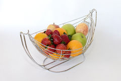 Früchte im Korb Lizenzfreie Stockbilder