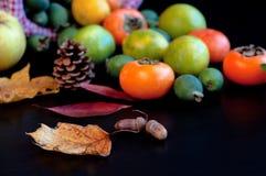 Früchte im Korb Stockfotos