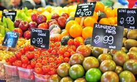 Früchte im Lebensmittelmarkt Lizenzfreies Stockbild