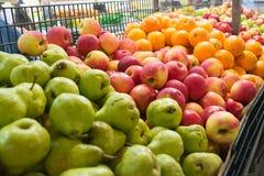 Früchte im Markt Lizenzfreie Stockfotos