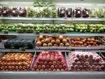 Früchte im Supermarkt lizenzfreies stockfoto
