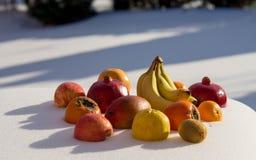Früchte sind am Schnee Stockfotos