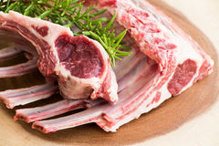 Früchte und andere Nahrungsmittel Lammrippen Rohes Fleisch Stockbilder