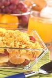 Früchte und Corn Flakes Stockfoto