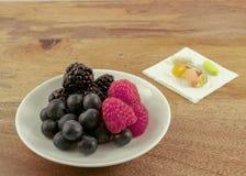 Früchte und Ergänzungen lizenzfreie stockfotos