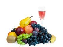 Früchte und Glas Wein Stockbilder