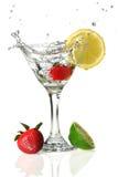Früchte und Martini-Glas Stockfotos