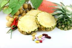 Früchte und Medizin. Lizenzfreies Stockfoto
