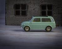Frühe Versionen des klassischen Retro- Modellautos Renaults Stockfotografie