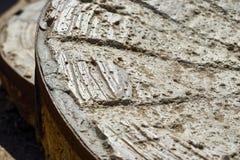 Früher amerikanischer Mühlstein benutzt für das Reiben von Mais nahe mexikanischer Grenze lizenzfreies stockfoto