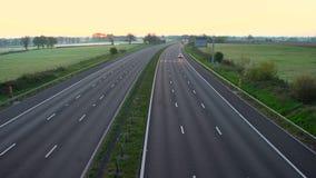 Früher Morgen über Autobahn M4, Wiltshire stock video