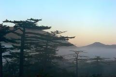 Früher Morgen über der Insel von Iturup Lizenzfreie Stockfotografie