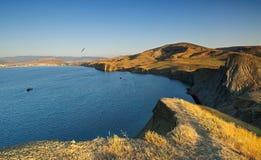 Früher Morgen über einem Seeschacht Lizenzfreie Stockfotografie