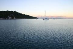 Früher Morgen auf dem Wasser Stockfotografie