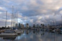 Früher Morgen auf dem Wasser in Hawaii Lizenzfreies Stockbild