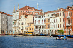 Früher Morgen auf großartigem Kanal in der Venedig-Stadt, Italien Lizenzfreies Stockbild