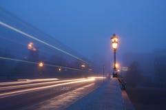 Früher Morgen auf Putney Brücke lizenzfreie stockfotografie