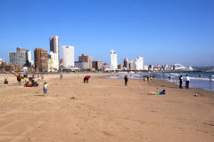 Früher Morgen auf Strand in Durban, Südafrika Stockbilder